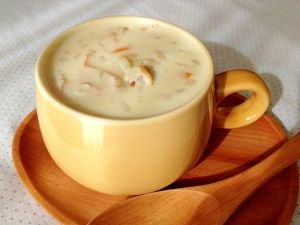 楽天が運営する楽天レシピ。ユーザーさんが投稿した「モス風☆絶品クラムチャウダー」のレシピページです。【アメリカ】 具を炒めて\(^▽^)/圧力鍋で2分加圧でOK!野菜の旨みたっぷりのビタミンスープです。じゃが芋の柔らかい食感とクリーミーなスープが美味しい。。モス風☆絶品クラムチャウダー。ベーコン,★じゃが芋,★玉ねぎ,★人参,水,ローリエ,アサリ缶,▲バターorマーガリン,▲薄力粉,牛乳(200ml +500ml)