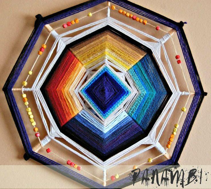 mandala tejido 7 colores con mostacillas de madera.