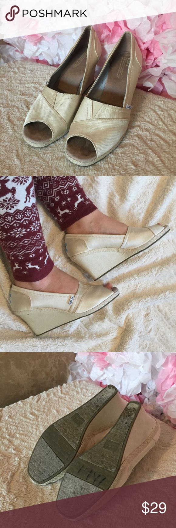 Toms wedges beige In good condition. Wide size. Need to be cleaned Toms Shoes Wedges