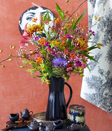 Herbststrauß aus Seidenpflanze, Strandflieder und Chrysanthemen - [LIVING AT HOME]
