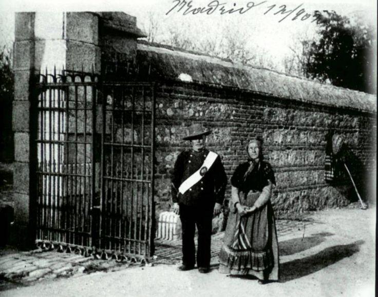 Guarda de la Casa de Campo a la entrada del Reservado, #Madrid (1910)