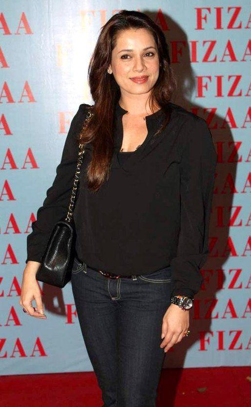 Neelam Kothari Bra Size, Age, Weight, Height, Measurements - http://www.celebritysizes.com/neelam-kothari-bra-size-age-weight-height-measurements/