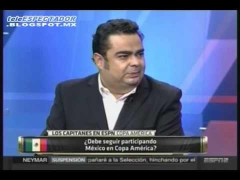 José Ramón Fernández defiende a Christian Martinoli
