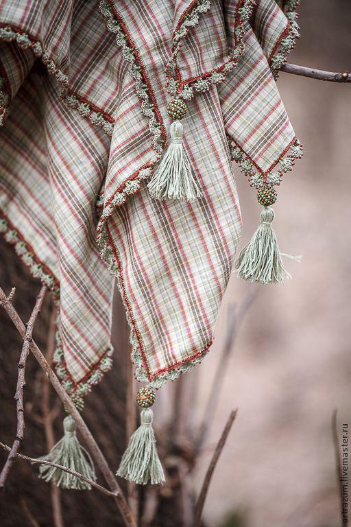 Платок из тонкого хлопка и льна. Край отделан кружевом с бисером в старинной турецкой технике вязаного кружева -- ойя.