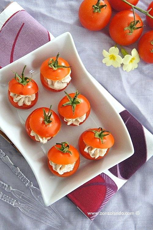 Pomodorini ripieni di tonno e ricotta - Ricotta and tuna stuffed tomatoes | From Zonzolando.com