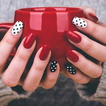 Unghie stile puntini, bianco, nero e rosso con richiamo a Minnie. Nails dot style, red, black and white.