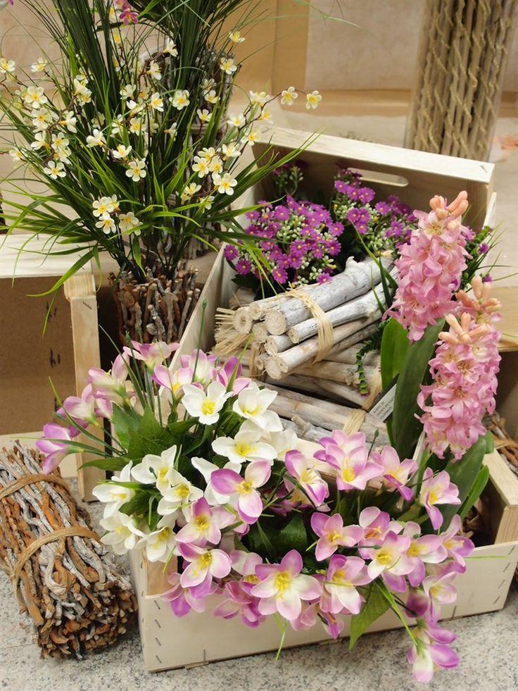 61 fantastiche immagini su idee vetrine per negozi - Decorazioni fiori finti ...