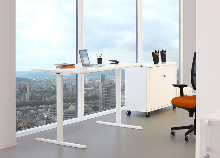 Höj och sänkbart skrivbord med vitt elstativ