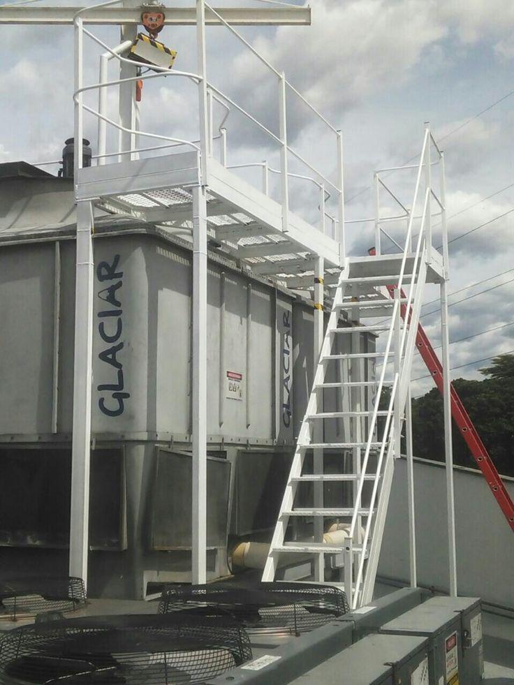 Plataforma con escaleras y pasamanos para Torre de enfriamiento