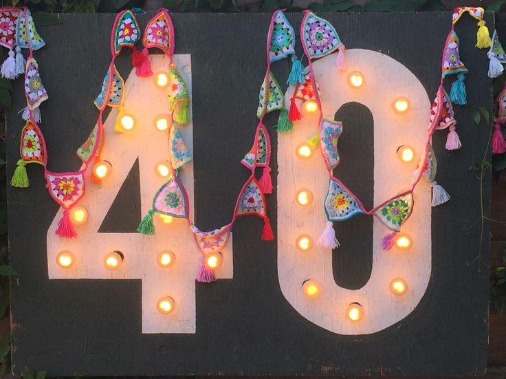 Slinger met 40 vlaggetjes gehaakt voor mijn zus haar veertigste verjaardag, zo leuk