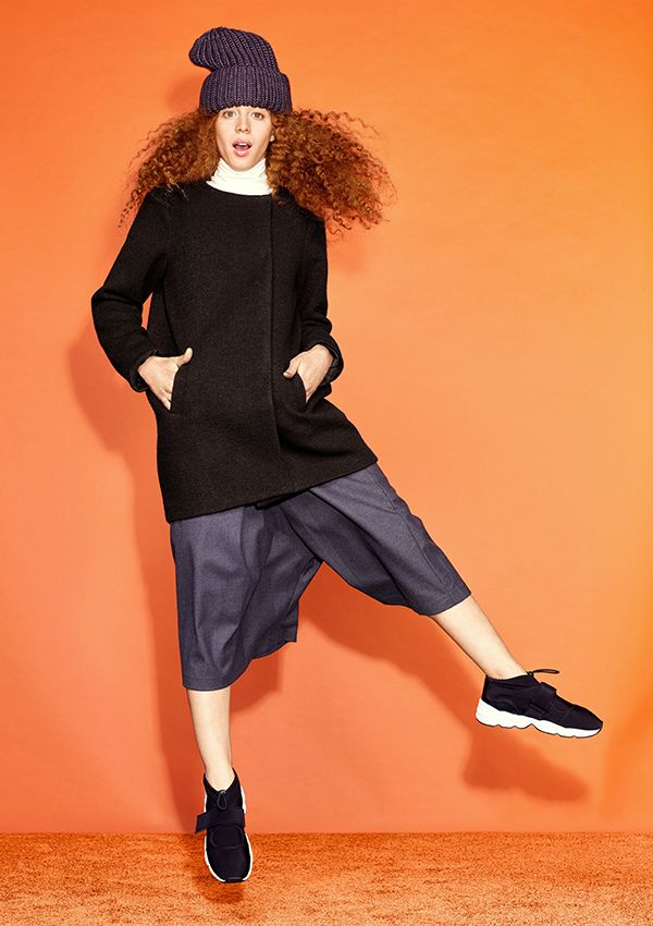 Ringing all the chicness bells, this round neck wool blend coat fastens with 6 hidden snaps.