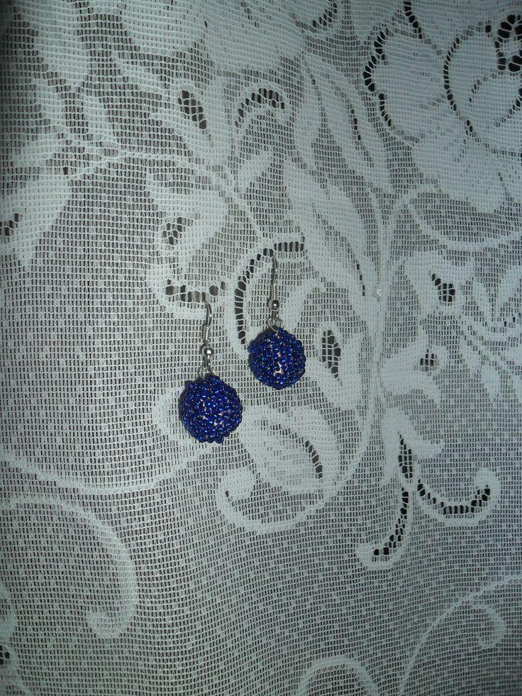 """Серьги из бисера """"Синие шарики"""". Внутри - полимерные шарики ручного катания."""