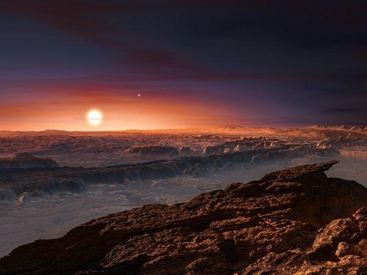Καλλιτεχνική απεικόνιση δείχνει μία όψη της επιφάνειας του πλανήτη Proxima β σε τροχιά γύρω από τ...