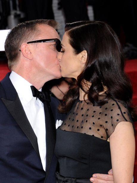 Daniel Craig and Rachel Weisz kissing on the red carpet
