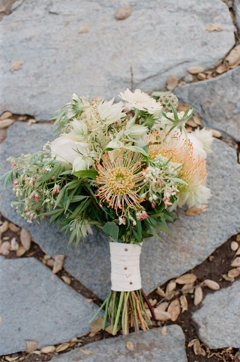 stunning floral arrangement // photo by KimberlyChauPhotography.com // bouquet by InvitingOccasion.com