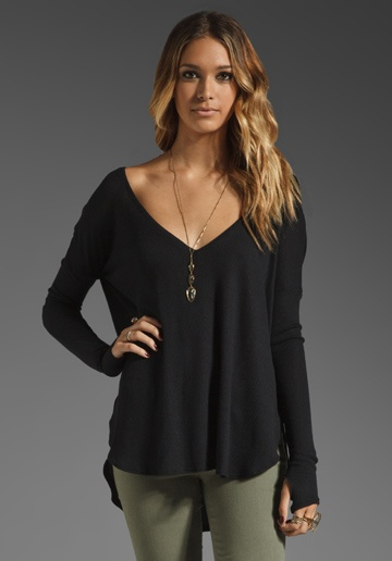 Feel the Piece Robin Thermal Flowy Top with Thumb Holes in Black