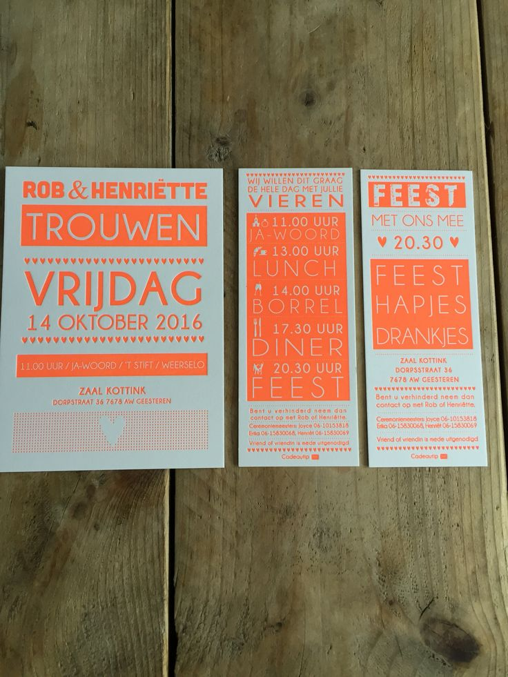 Wedding invitation letterpress in neon orange. Letterpress trouwkaart set met trouwkaart en losse tijdlijn kaarten gedrukt in fluor oranje