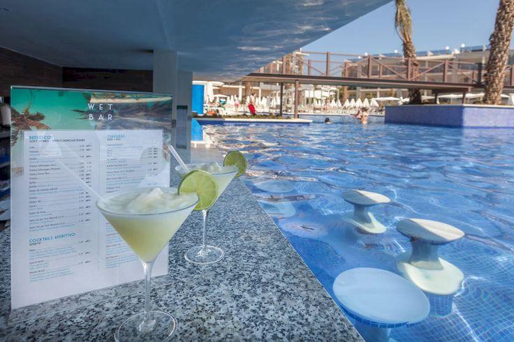 Viva Zafiro Alcudia & Spa #Mallorca #Spain #Spanien #Island #Mallis #Ö #Hotel #Vacation #Sol #Bad #Sun #Semester #Viva #Zafiro #VivaZafiro #Alcudia #Spa #Pool #Drinks #Drinkar