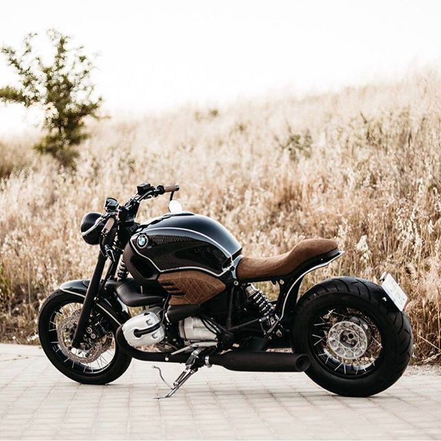 Our Roa # 17 won't save the world, but it damn sure makes ir look better! Bmw R1200C by @roamotorcycles : @alangoesnuts #caferacer #caferacergram #caferacerporn #motorcycle #fashion #wheelsandwaves #caferacerxxx #caferacerworld #caferacersofinstagram #caferacerbmw #bmw #r1200c #lifestyle #madrid #spain #bikeexif
