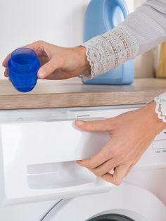 Essig ist ein wahres Multitalent! Nicht nur in der Küche, auch im Bad lässt er sich als Haushaltsreiniger verwenden.