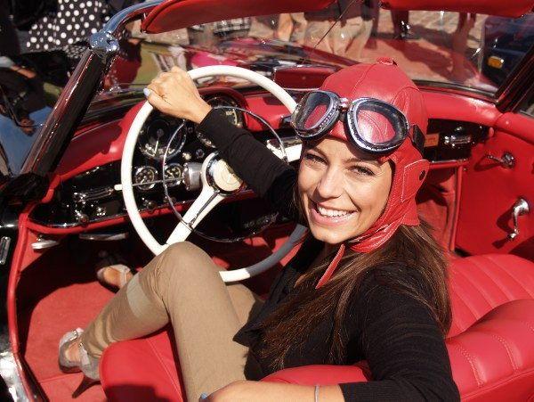 Anna Mucha w skórzanej czapce pilotce marki Gena