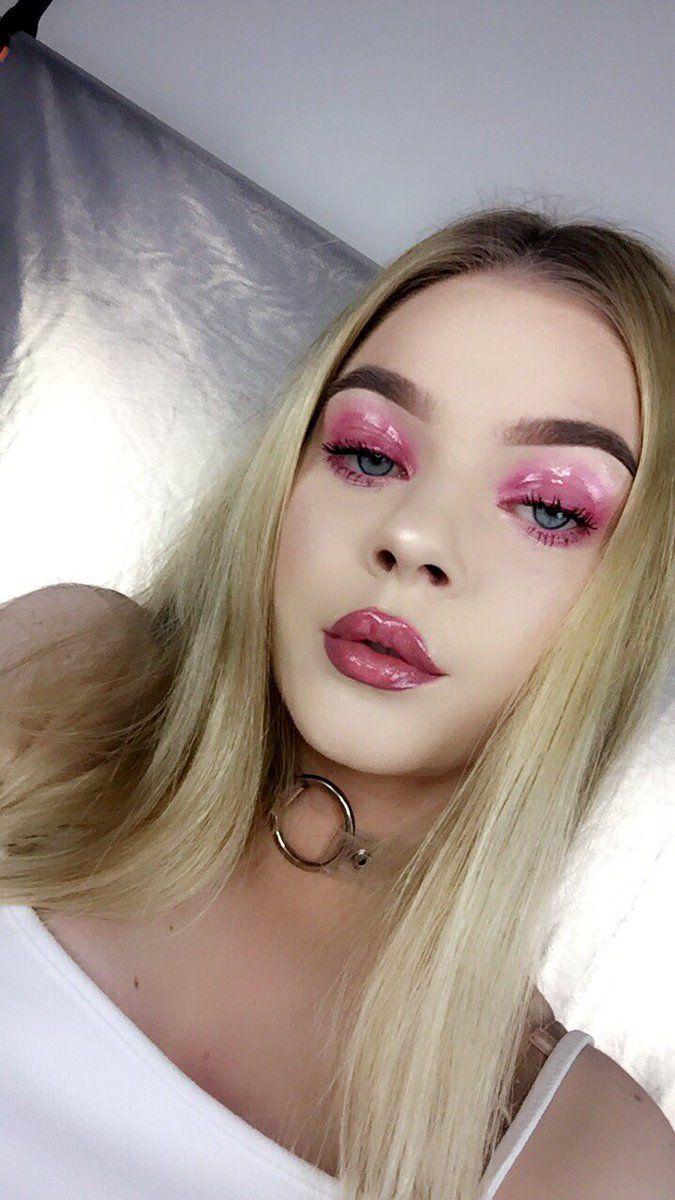 Glossy makeup by Tina Halada on twitter