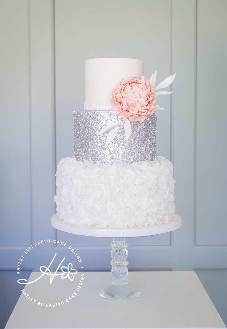 Luxus-Hochzeitstorte von Hayley Elizabeth Cake Design, Zuckerrosen, Blattsilber …   – Wedding Cakes