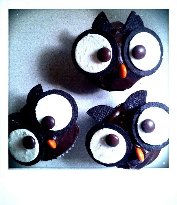 Owl Cupcakes. Made from Oreo cookies and Reeses Pieces!