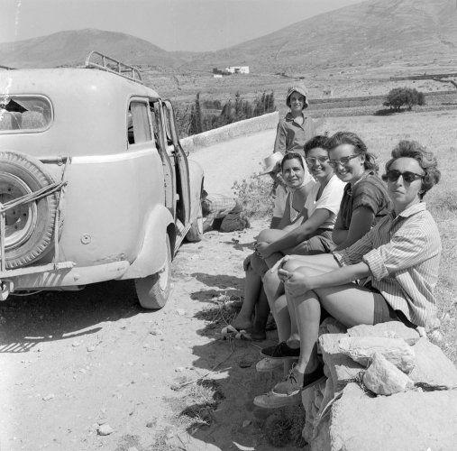 Παρέα γυναικών. Πάρος, 1962 Ιωάννης Λάμπρος  - Μουσείο Μπενάκη