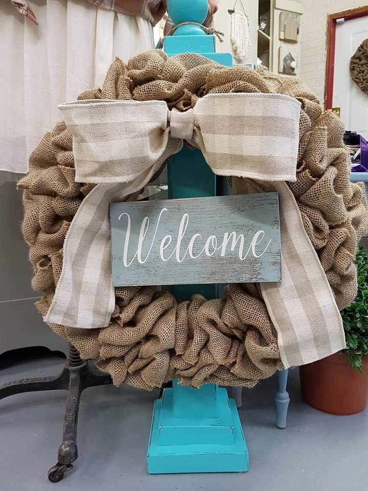 Burlap Wreath with Plaid Bow  #goldenforrest #goldenforrestcreations #burlap #burlapwreath #handmade #wreathideas #plaid #frontdoordecor