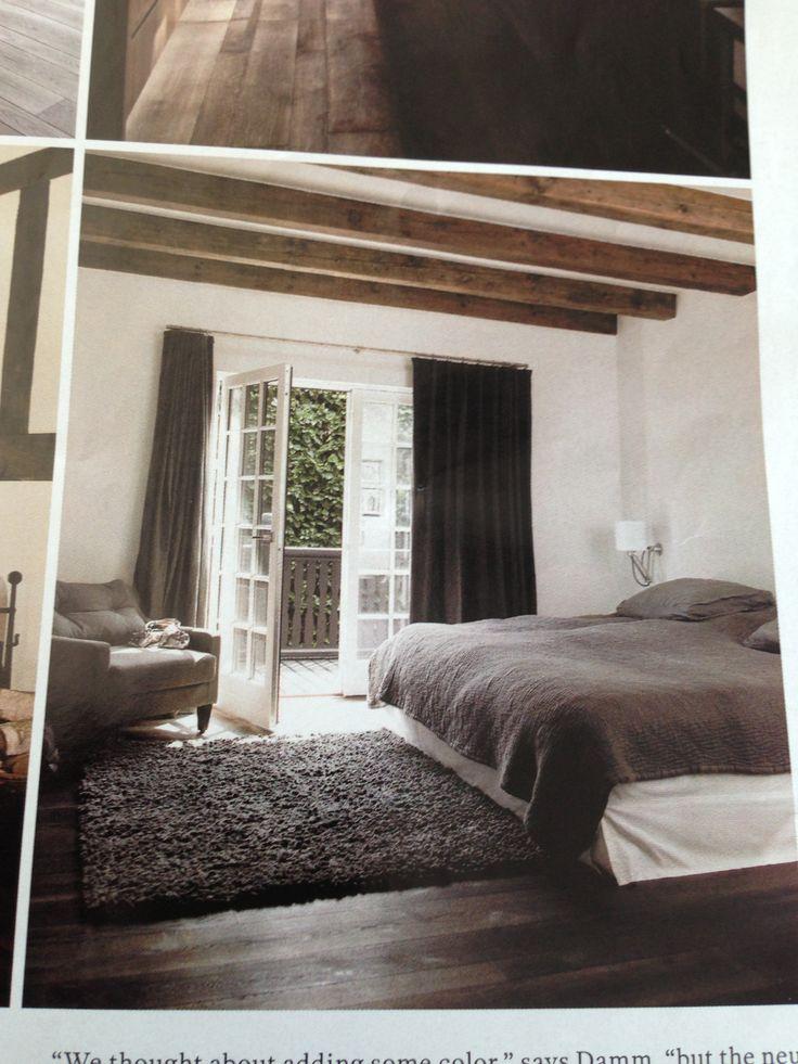 Mange elementer jeg vil ha med: balkong, tregulv, teppe, lenestol ...