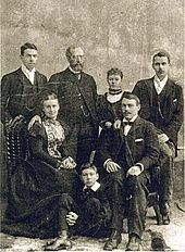 Thomas Andrews (shipbuilder of the Titanic) (second from right) with family, circa 1895