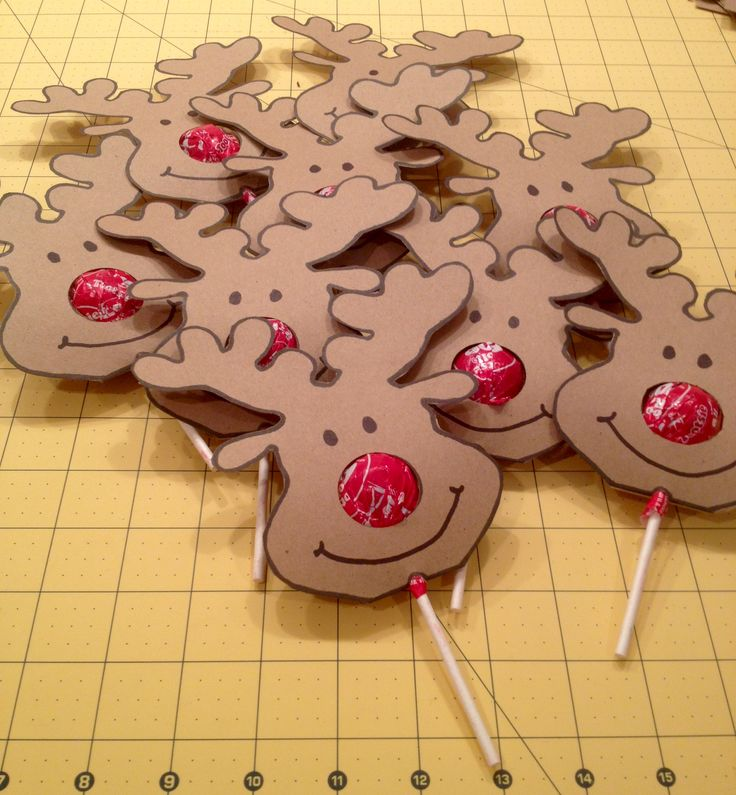 Reindeer Tootsie Pops.  Used pdf template from:  http://www.craftsy.com/pattern/paper-crafts/lollipop-nose-critters/77955