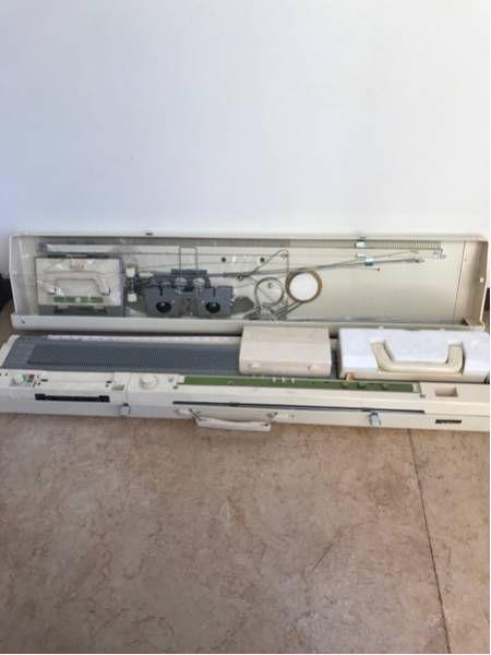 当オークションをご覧頂きましてありがとうございます。ブラザー編み機KH-881中古の出品です。長期保管によるくすみはありますが比較的、綺麗なお品です。【発送】ヤマト運輸着払いノークレームノーリターンでお願いします。