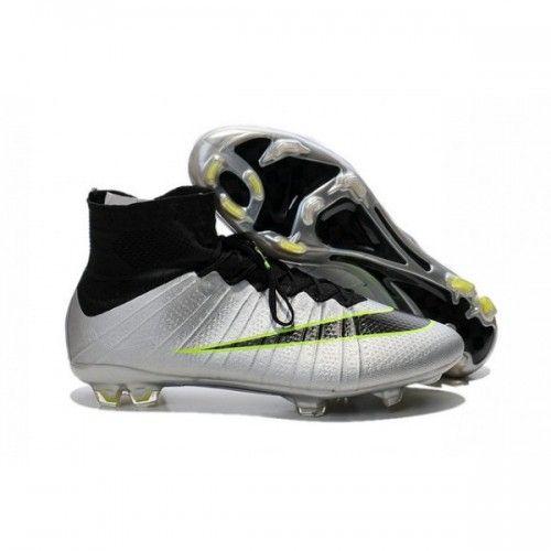 Cette Nike Mercurial Superfly 4 chaussure, embarquant un grand nombre de technologie, sera disponible pour les joueurs durant les stages de préparation de la Coupe du Monde.