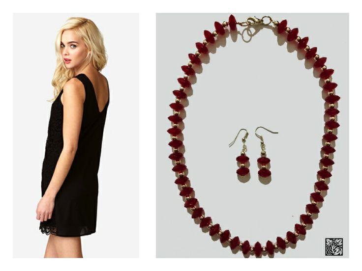 Siempre es importante un accesorio rojo, pues nos da ese toque en algunos outfits, collar en piedras rojas con pendientes incluidos <3