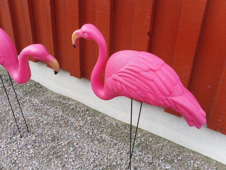 2 st rosa Flamingos äkta plast Kuriosa kult kitsch på Tradera.com -