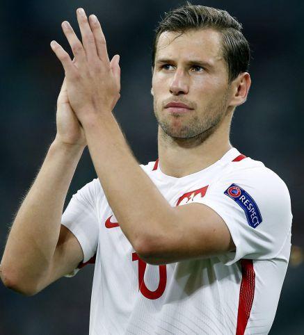 El Sevilla vende a Krychowiak al PSG El jugador polaco vuelve a la liga francesa tras dos años en Sevilla, se marcha con Emery por algo menos de 30 millones de euros