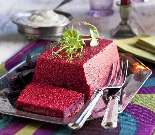 Beetroot-blue cheese paté/Punajuuri-sinihomejuustopatee
