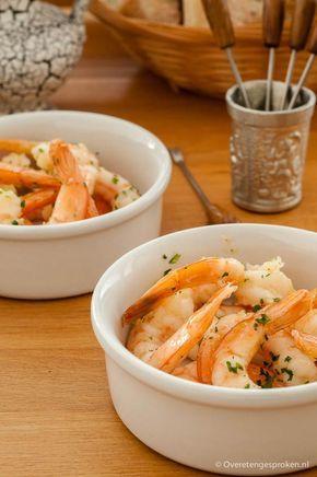Knoflookgarnalen - Grote garnalen gebakken in olijfolie en knoflook en bestrooid met verse peterselie: heerlijk als borrelhapje of voorgerecht.