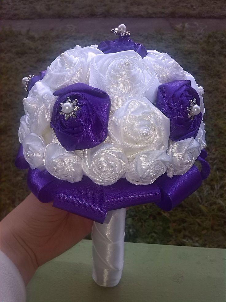 Hand-made svadobná kytica - saténové biele a fialové kvety (aj keď to na fotke nie dobre vidno :) FB - Simonka creative team DIY wedding bouqoet - satin purple and white flowers.