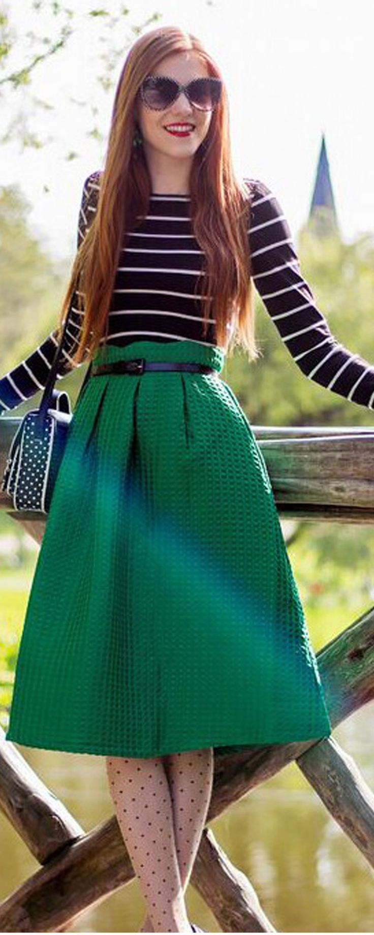Very cute skirt with eyelet pattern. Nice colour, heavy material and good details around the waist.Modern vintage style perfect for the autumn season.