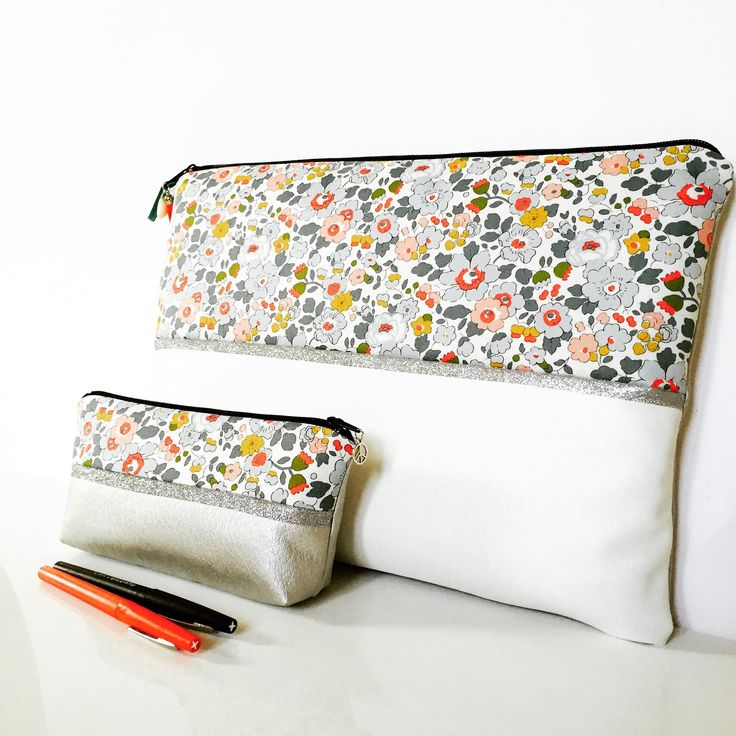 Pochette Mac Book 13 pouces molletonnée en coton liberty of London Betsy porcelaine
