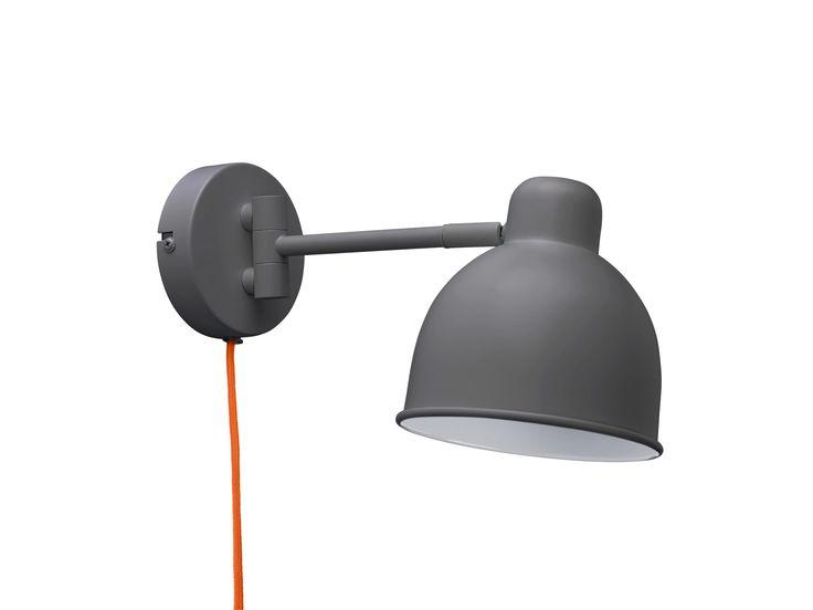 I Industry-serien finns både golv, bords- och vägglampa. Den är klassisk i sitt uttryck och finns i flera olika färger.