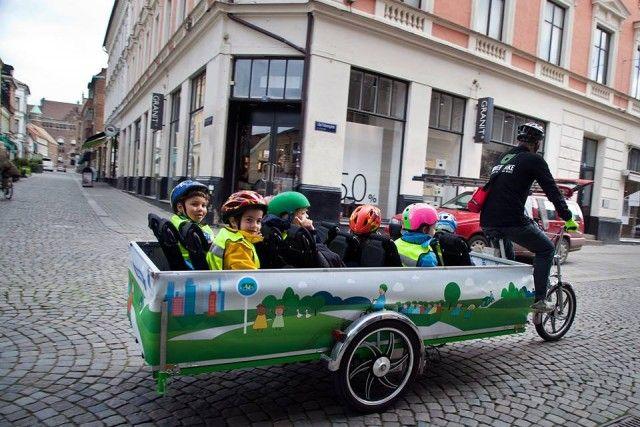 Scuolabus a pedali: il progetto sostenibile e divertente