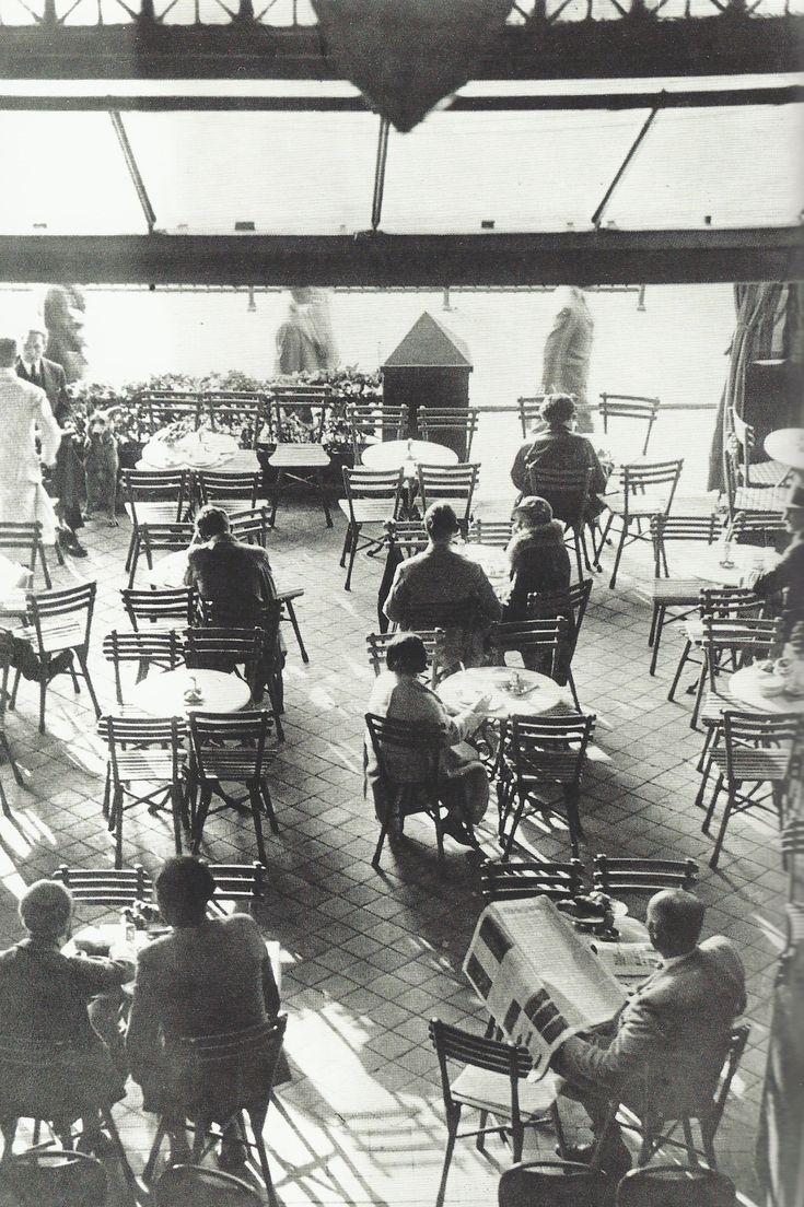 Terrasse du Romanische Café à Berlin, vers 1925
