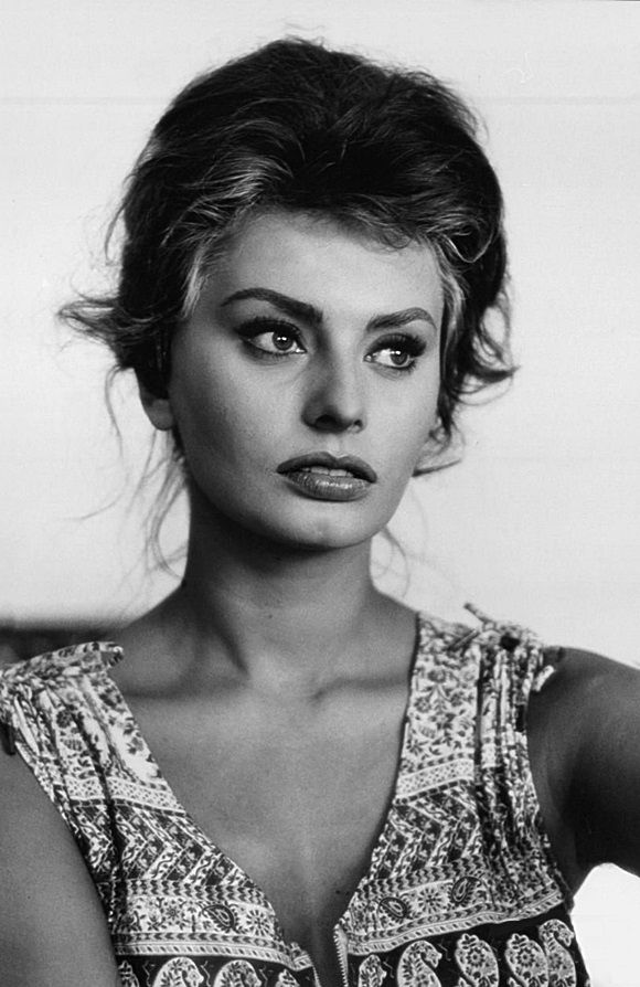 """""""Beauty is how you feel inside,and it reflects through your eyes. It is not something physical."""" Sophia Loren"""