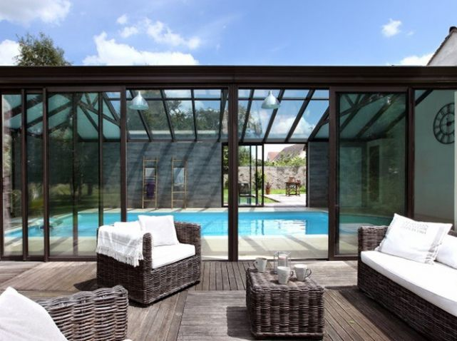Les 25 meilleures id es concernant piscines int rieures - Prix piscine enterree couverte ...