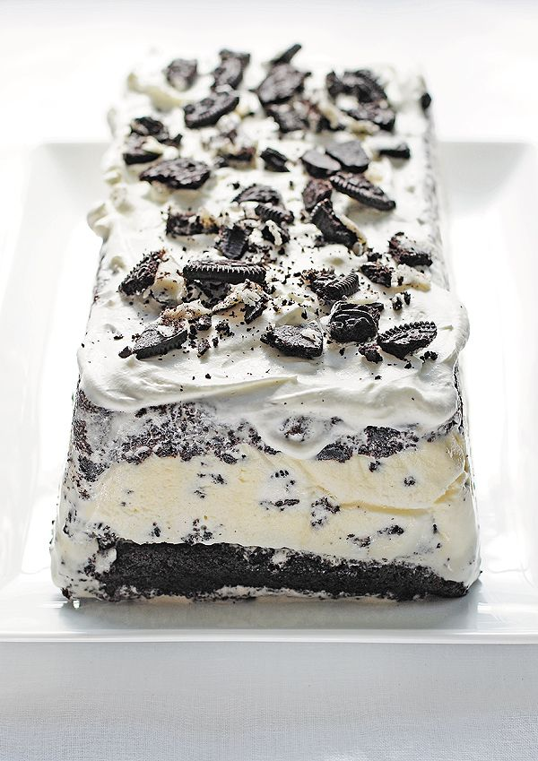 cookies and cream ice cream cake! easy recipe and this looks delicious!
