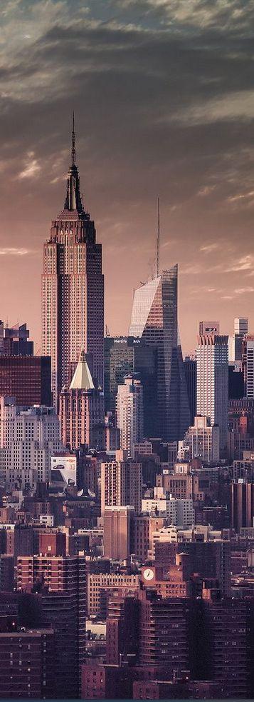 (Empire State Building, New York, USA) Terwijl Fin in Spanje zit, maken zijn…